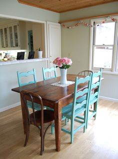 Blue painted chairs with a natural wood table Painted Chairs, Painted Furniture, Painted Tables, Painted Wood, Vintage Furniture, Natural Wood Table, Apartment Makeover, Beautiful Dining Rooms, Furniture Restoration