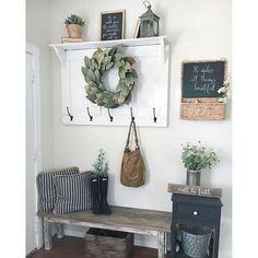 34 Stunning Rustic Farmhouse Entryway Decorating Ideas