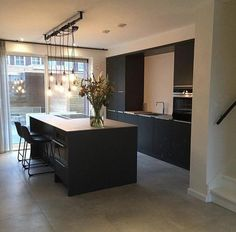 Modern Home Decor Kitchen Open Plan Kitchen Living Room, Home Decor Kitchen, Kitchen Interior, Interior Design Living Room, Modern Kitchen Cabinets, Modern Kitchen Design, Black Kitchens, Home Kitchens, Cottage Kitchens