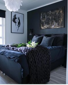 33 Epic Navy Blue Bedroom Design Ideas to Inspire You Navy blue is a highly sophisticated color that would fit a bedroom? Cast a glance over our navy blue bedroom ideas and convince yourself of its epicness! Dream Bedroom, Master Bedroom, Bedroom Bed, Master Suite, Navy Blue Bedrooms, Bedroom Black, Dark Cozy Bedroom, Dark Blue Bedroom Walls, Fall Bedroom