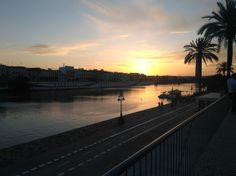 Sunset on the Guadalquivir, Sevilla. Only three days to experience the beauty of Seville, definitely not enough. Monuments and everyday Andalusian life. Goodbye, beautiful city.