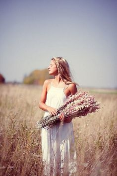 boho girl in a meadow with wild flowers ♥ Bohemian Style, Boho Chic, Mode Vintage, Portrait, Chic Wedding, Fashion Pictures, Pretty Pictures, Flower Power, Boho Fashion