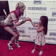 Cette petite fille a beaucoup de chance. On aimerait tellement être à sa place .
