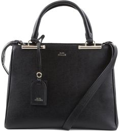 Classe e elegância estão garantidos com esta bolsa de couro. Estruturada e com formas limpas, a peça sozinha dá conta de criar um visual requintado para o dia a dia. Aproveite para dar o seu toque pe Zara, Handbags, Shoe Bag, Toque, Women, Mimosas, Lifestyle, Products, Coach Hobo Bag