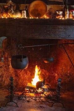 Old Kitchen fireplace-my dream kitchen would have this complete with the crane Witch Cottage, Witch House, Primitive Kitchen, Old Kitchen, Colonial Kitchen, Real Kitchen, Rustic Kitchen, Cozy Christmas, Vintage Christmas