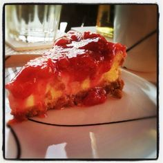 White chocolate cheesecake with mashed strawberry. White Chocolate Cheesecake, Dessert Recipes, Desserts, Lasagna, Strawberry, Homemade, Cooking, Ethnic Recipes, Food