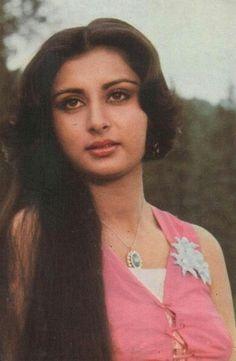 Most Beautiful Indian Actress, Beautiful Actresses, Hot Actresses, Indian Actresses, Poonam Dhillon, Kareena Kapoor Pics, Vidya Balan Hot, Cute Girl Pic, Bollywood Stars