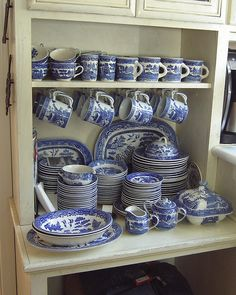 Love blue & white dishes Growing up I remember this set, Unfortunately there's not to much of the set left, Blue Willow China, Blue And White China, Love Blue, Blue Willow Decor, Blue Dishes, White Dishes, Delft, Willow Pattern, Vintage Dishes