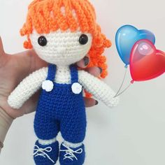 Here is a new crochet pattern to create your very own sweet amigurumi doll, Julie. She has curly red hair and wears a trendy sapphire jumpsuit.