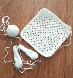 Knuffeldoekjes haken: Leuke patronen op een rijtje gezet - Breiclub.nl Crochet Patterns Amigurumi, Crochet Toys, Knit Crochet, Crochet Flower Tutorial, Crochet Flowers, Crochet Octopus, Yarn Dolls, Holiday Crochet, Crochet Slippers