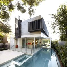 Wentworth Road House in Vaucluse, Australia by Edward Szewczyk Architects