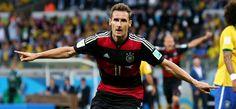 Semifinal Brasil 1 - Alemania 7:  Miroslav Klose celebra el segundo gol del equipo alemán.