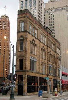 The Resurgence of Downtown Detroit Flatiron Building, Detroit Michigan, Detroit Riots, Visit Detroit, Metro Detroit, Blog Art, New Urbanism, Detroit History, Architecture Details