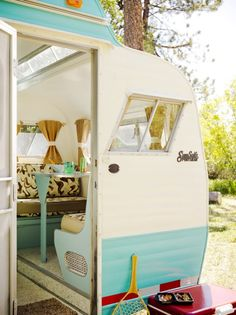This tiny trailer doesn't lack any style for only 100 square feet. The teal and warm brown tones make it full of mid century style.