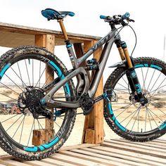 Would you get a trail bike or an enduro bike? @oli.cruz's stunning Yeti SB55! Owne