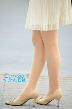 ナチュストの美脚お姉さん - ニンドスのトリトリ日誌 Stocking Tights, Girls In Leggings, Sexy Stockings, Beautiful Legs, Girly Girl, Asian Fashion, Sexy Legs, Kitten Heels, Peep Toe