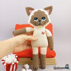 Kate Cat. Look this Amigurumi in my shop. Mira este artículo en mi tienda de Etsy: https://www.etsy.com/es/listing/601735355/amigurumi-gato-kate-cat-gato-de-peluche