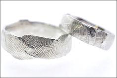 Trouwringen | Juweliers Claessens gepersonaliseerde trouwringen met vingerafdrukken van jouw partner. Personalized wedding rings with fingerprints of your loved one.