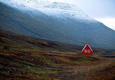 Cette petite maison rouge,  perdue en Islande
