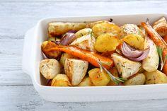 Préparation: 1. Préchauffez votre four à 180°C. 2. Coupez tous les légumes en cubes de même taille et mettez les dans un plat à gratin avec les aromates. 3. Ajoutez l'huile d'olive, sal…