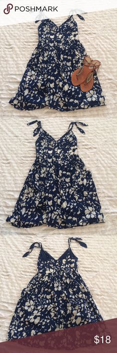 AEO sundress Adorable American Eagle sundress with pockets and adjustable straps. In EUC, only worn once! American Eagle Outfitters Dresses Midi