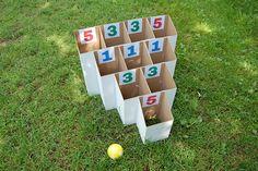 Tablero para juegos de puntería, con caja de cartón.  Who is the most accurate_001 by playandgrow, via Flickr