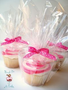 CUPCAKES // How to cheaply package individual cupcakes: use an individual plastic cup, wrap in cellophane bag, and close off with a cute ribbon. I NEVER would have thought of this on my own. This is perfect for large events like a wedding for individual cupcake favors.