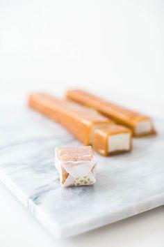 how to make caramel covered marshmallows (cheerio marshmallow treats) Candy Recipes, Raw Food Recipes, Fall Recipes, Sweet Recipes, Dessert Recipes, Cute Marshmallows, Recipes With Marshmallows, Homemade Marshmallows, Meringue
