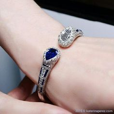 Van Cleef&Arpels #bracelet with #diamonds and #sapphires is among my TOP10 #luxuryjbyjck #jewels @jckevents (the the full list of best JCK jewels you will find in the link in the bio). The bracelet is available at #Siegelson