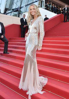 Espectacular diseño metalizado de Patra Nemcova para la escalera roja de Cannes 2013