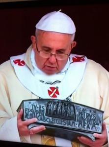 Papa Francisco exhibe por 1ª vez en la historia las reliquias del Apóstol San Pedro