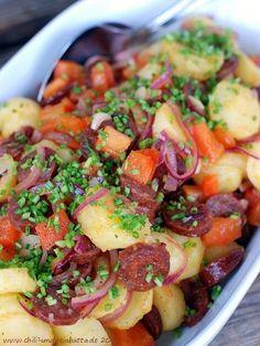 Warmer Kartoffelsalat mit Chorizo, Paprika und roter Zwiebel