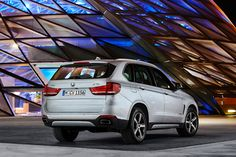 all-wheel drive BMW X5 xdrive40e hybrid provides total of 313 hp