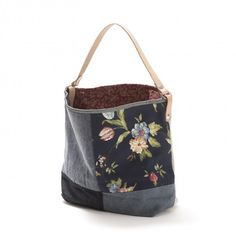Marvelous Make a Hobo Bag Ideas. All Time Favorite Make a Hobo Bag Ideas. Patchwork Bags, Quilted Bag, Bag Quilt, Canvas Messenger Bag, Bag Patterns To Sew, Denim Bag, Fabric Bags, Handmade Bags, Beautiful Bags