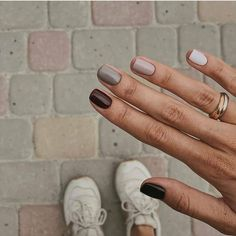 How to use nail polish? Nail polish on your own friend's nails looks perfect, but you can't apply nail polish as you want? You will get gone nail polish co Ten Nails, Nagellack Trends, Minimalist Nails, Neutral Nails, Autumn Nails, Nails Design Autumn, Cute Fall Nails, Dream Nails, Nail Inspo