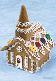 Ditch the messy cookies and frosting this #holiday and have your little gingerbread house come to life with fleece! #SimplicityPatterns #crafts