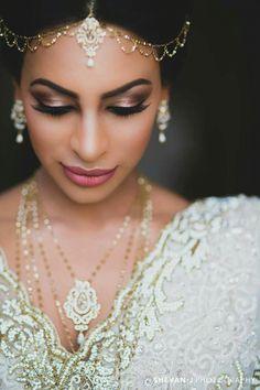 35 super ideas for makeup wedding indian saree - Wedding Makeup How Sri Lankan Wedding Saree, Saree Wedding, Wedding Bride, Sri Lankan Bride, Bollywood Wedding, Wedding Hair, Bridal Hair, Wedding Decor, Wedding Ideas
