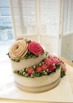 #baking #flowercake #ricecake #decorating #cake #weddingcake #icing #flower…