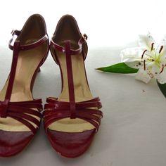 Jednoduché svadobné sandálky z eko kože červené v retro štýle na nízkom 4 cm opatku, svatební sandálky na nízkem podpatku 4 cm, červené svatební boty, wedding sandals red in retro style Flats, Sandals, Mary Janes, Retro Fashion, Shoes, Style, Loafers & Slip Ons, Swag, Shoes Sandals