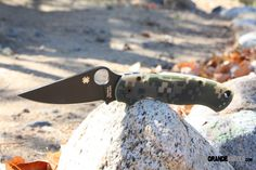 The Spyderco Para-Military2 tactical folding knife has several changes over the classic version. The G-10 handle is narrowed at the end improving the ergonomics. The handle and blade have been profiled thinner; removing uncomfortable angles when in the closed position. http://www.osograndeknives.com/catalog/every-day-carry-folders/spyderco-c81gpcmobk2-para-military-2-camo-black-plainedge-5098.html