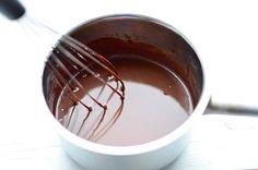 Verhoudingen chocolade ganache. Slagroom chocolade Puur 1:1, melk 1:1,5, wit 1:2.