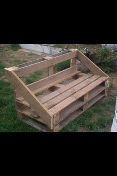 pallet bench for porch, or toy room Pallet Crates, Old Pallets, Recycled Pallets, Pallet Art, Diy Pallet Projects, Wooden Pallets, Outdoor Projects, Wood Projects, Pallet Benches