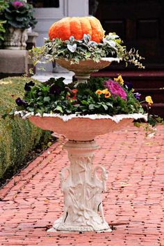 Love the double-decker bird bath idea Planters For Shade, Fall Planters, Diy Planters, Outside Sheds, Bird Bath Planter, Pumpkin Planter, Potted Garden, Happy Autumn, Fountain Ideas
