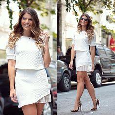 Conjunto branco @modaschouchou ♡⒯⒪⒯⒜⒧ ⒲⒣⒤⒯⒠ ♡ #ootd #enquantooinvernonãochega #lancamentochouchou #blogtrendalert Photo by @conradis