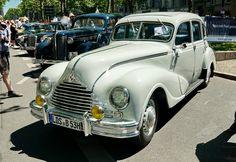EMW 340 der Eisenacher Motoren Werke. Produktionszeitraum 1949 bis 1955. 6-Zylinder Reihenmotor mit 2,0 Liter Hubraum und 54PS (40kW). Foto: Classic Days Berlin, 18. Juni 2017.
