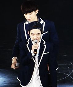 Animated gif uploaded by 애기얏. Find images and videos about kpop, exo and chanyeol on We Heart It - the app to get lost in what you love. Chanbaek, Exo Ot12, Kaisoo, Kyungsoo, Park Chanyeol, Exo Showtime, Astro Sanha, Day6 Sungjin, Exo Facts