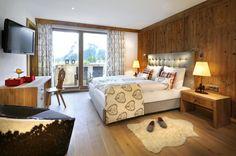 😍😍 So schön wohnt es sich im exklusiven ⭐⭐⭐⭐s Hotel Quellenhof Leutasch/Tirol. Zimmerpreise schon ab €124.- inkl. Verwöhnpension❣   #leadingsparesorts #leadingspa #wellness #spa #beauty #quellenhof #leutasch #rooms #suiten #nature #design #luxury #hotels #wellnesshotel #wellnessurlaub #exklusiv Wellness Hotel Tirol, Wellness Spa, Hotels, Bed, Nature Design, Furniture, Home Decor, Beauty, Antique Wood