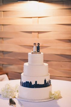 city themed wedding cake // photo by J Wiley Photography // cake by Dee's Specialty Cakes