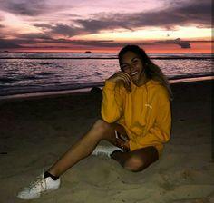 How to Take Good Beach Photos Photos Bff, Cute Photos, Poses Photo, Picture Poses, Picture Ideas, Vacation Pictures, Beach Pictures, Beach Instagram Pictures, Instagram Beach