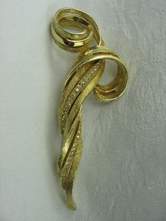 Hattie Carnegie Brooch Gold Tone by VintageSparkleyBits on Etsy